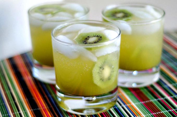 Agua de kiwi para combatir este calor sofocante