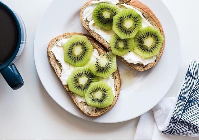 Un desayuno con kiwi para combatir el extreñimiento