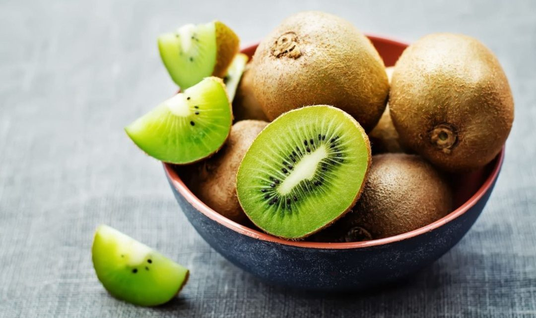 El kiwi para depurar los excesos del verano